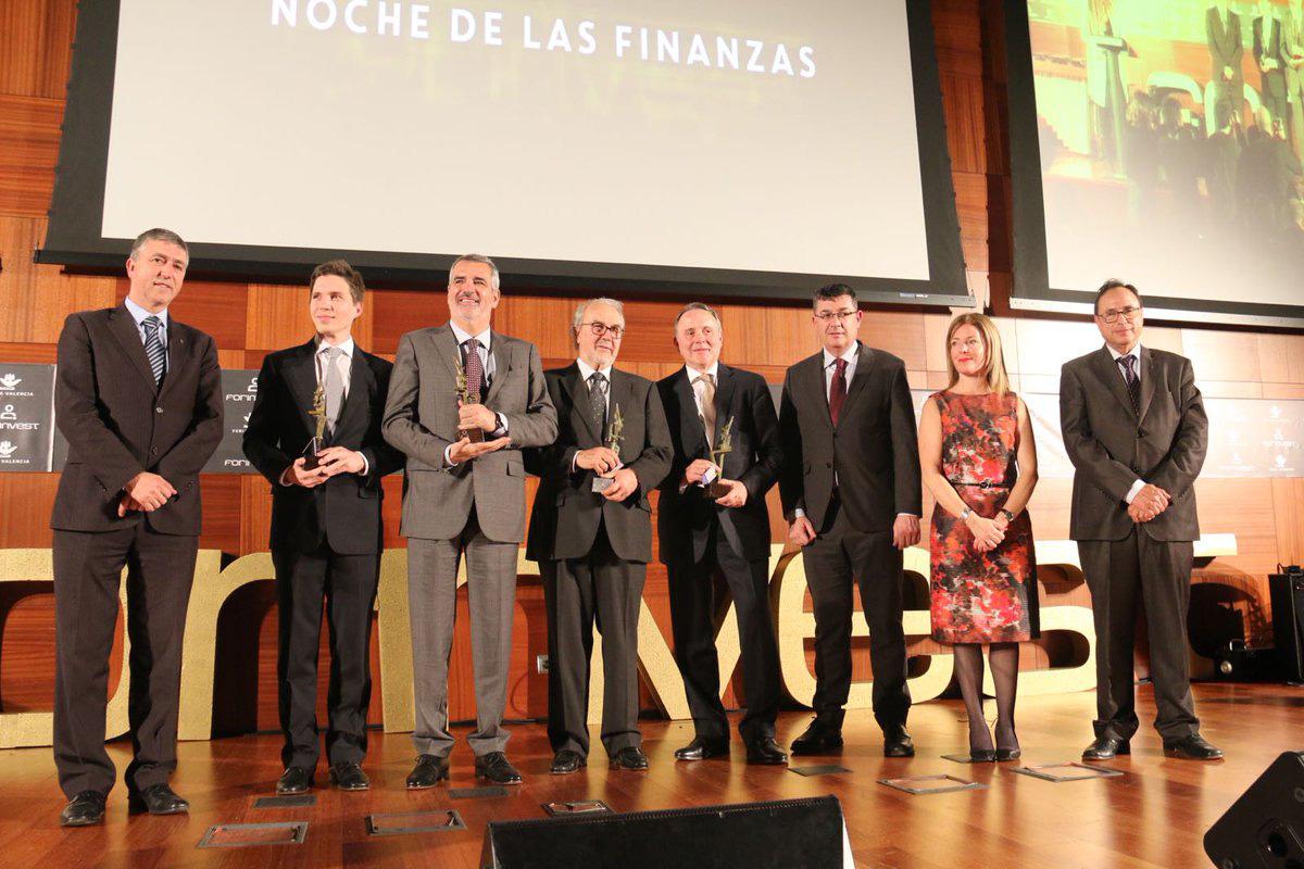 Joan Castells (FIATC) recibe uno de los Premio Forinvest